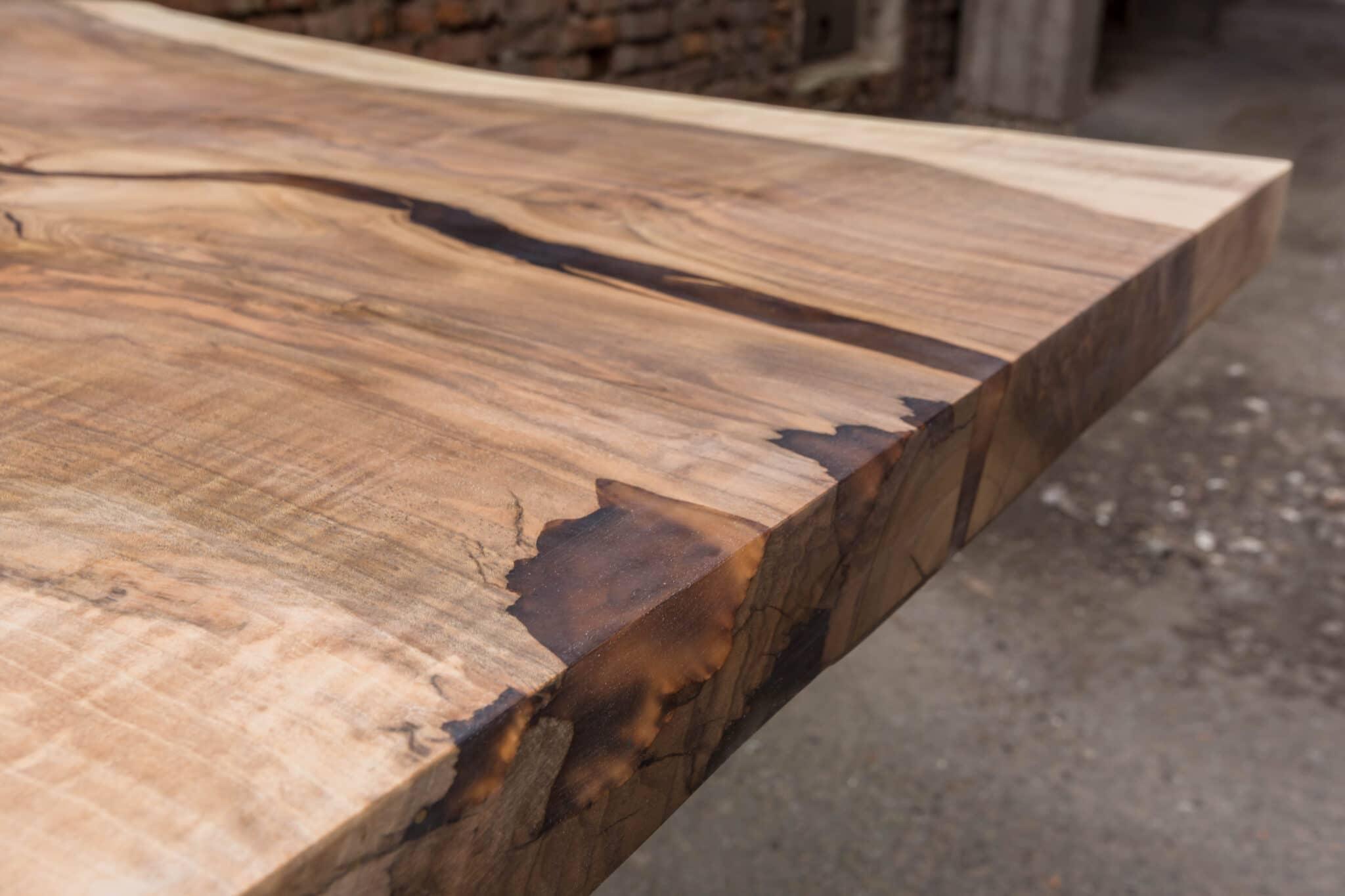 Jakiego drewna powinienem użyć do stołu z żywicy epoksydowej?